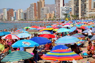 packed levante beach